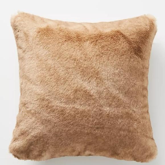 anthropologie aleksi faux fur pillow in sable