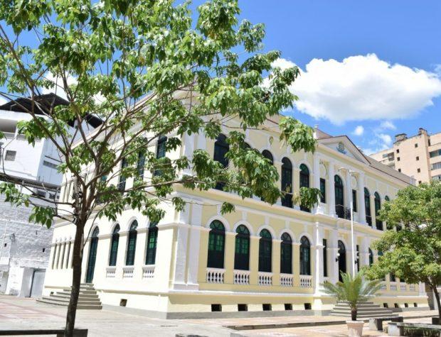 Prefeitura de Cachoeiro antecipa salário de junho dos servidores