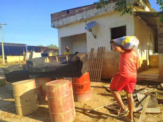 Famílias começam a voltar para as casas em Itapemirim