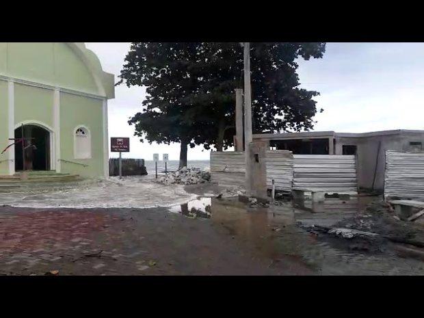 Nem igreja escapa de ressaca do mar em Marataízes