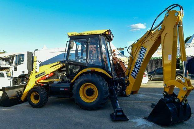 Governo do Estado entrega máquinas agrícolas para Castelo
