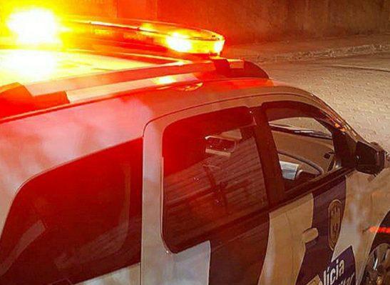 Garoto é flagrado pela polícia empinando moto em Pedra Menina