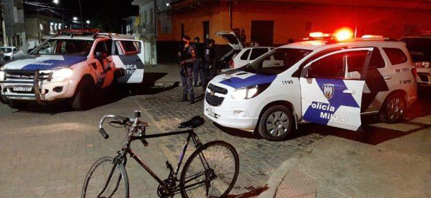 PM dispersa encontro de motociclistas e apreende drogas em Pedra Menina