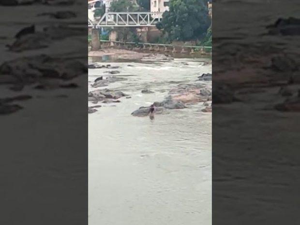 Homem é resgatado após entrar no rio Itapemirim e não conseguir sair