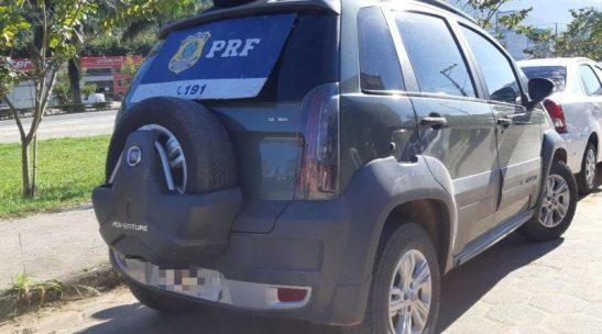 Após perseguição, PRF apreende arma e veículo com restrição em Ibatiba