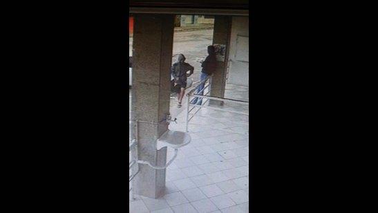 Câmeras flagram ação de ladrão de celulares preso pela polícia