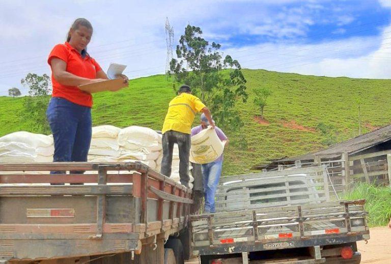 Itapemirim distribui ração balanceada para os produtores rurais