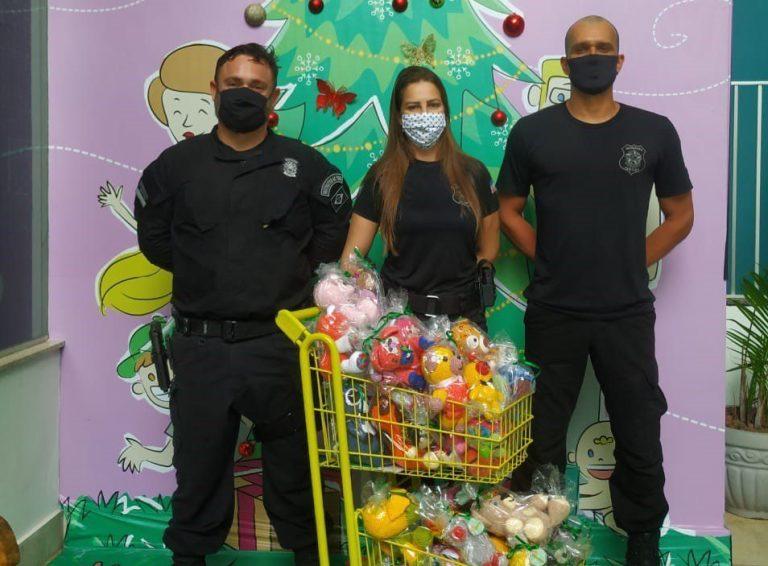 Unidades prisionais fazem doação de brinquedos a crianças de Cachoeiro