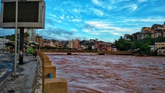 Após atingir 2,87 metros, rio Itapemirim começa a baixar em Cachoeiro