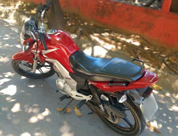Polícia recupera moto roubada em fiscalização de trânsito em Alegre
