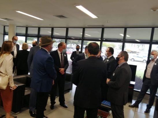 Casagrande e 7 governadores visitam fábrica no Brasil da vacina russa contra Covid-19