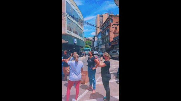 Lojistas protestam contra fechamento do comércio em Cachoeiro