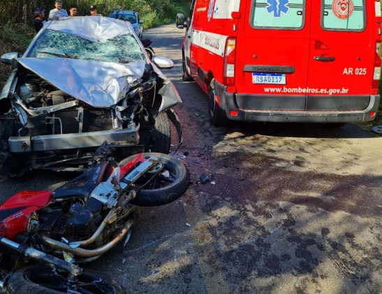 Acidente entre moto e dois carros deixa cinco feridos no Caparaó
