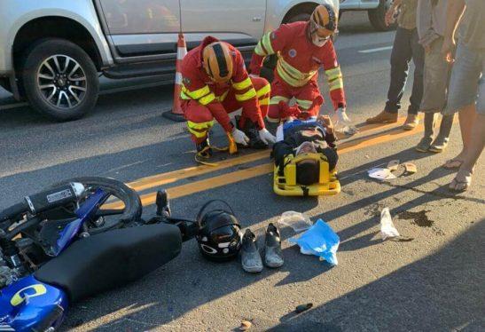 Acidente entre moto e caminhão deixa dois feridos na BR 101