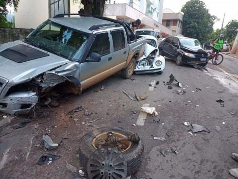 Combinação perigosa: jovem bebe, dirige e provoca acidente em Castelo