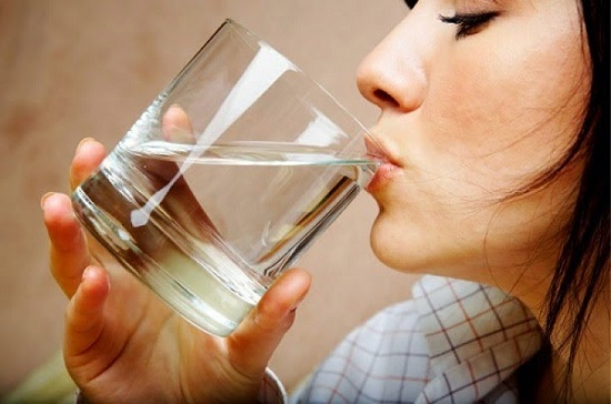 Man blir törstig av typ 2 diabetes eftersom man förlorar vätska via urinen och kroppen blir uttorkad av högt blodsocker.