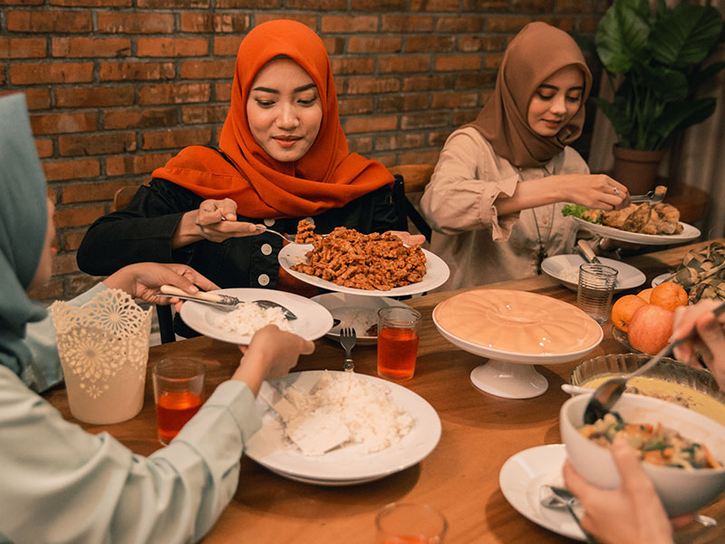 Women having dinner during Ramadan