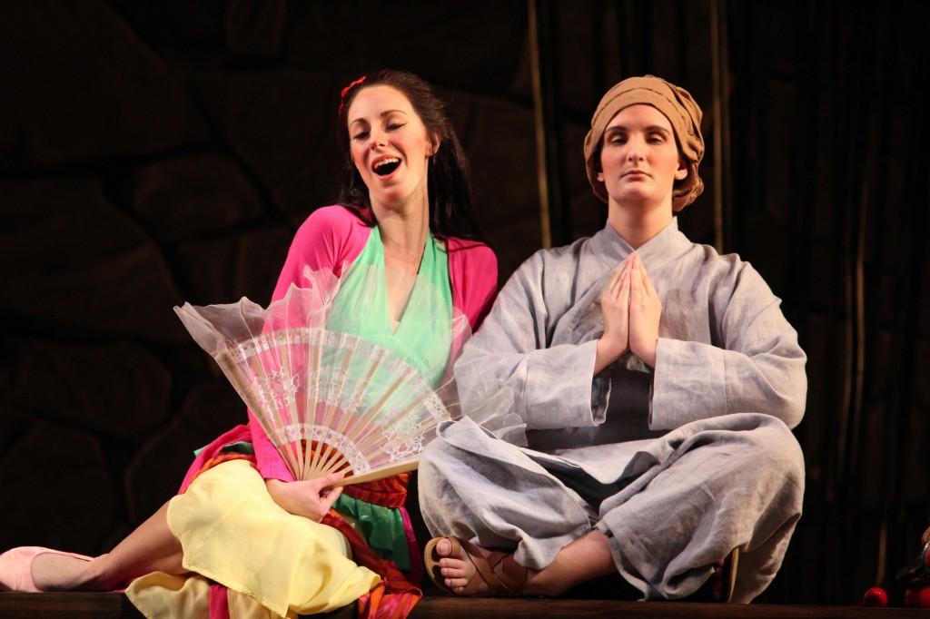 Thị Mầu (Sandra Periord)-Tiểu Kính Tâm (Sarah Ballman). Photo: Anvi Hoàng.