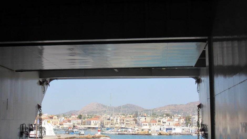Cadre de l'ouverture du ferry sur l'île d'Egine