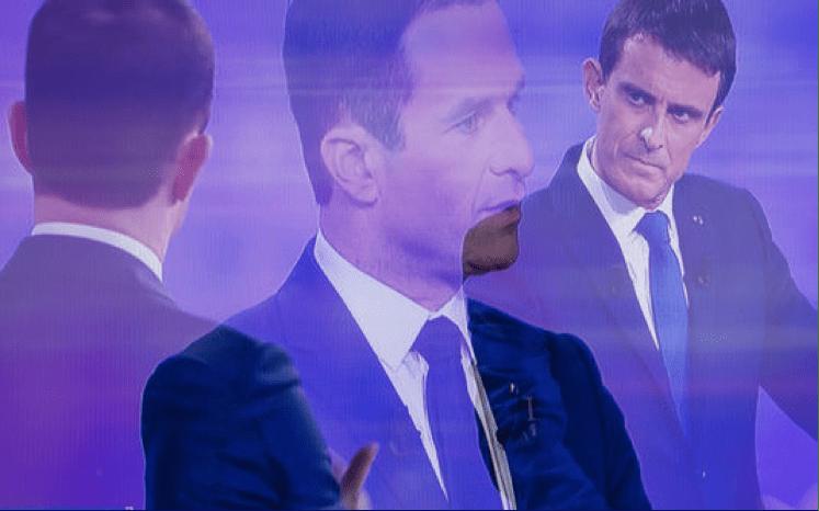 Sur cette image, Manuel Valls se concentre pour comprendre une phrase de gauche