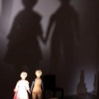 """Sanglots brodés de poupées noires : Exposition """"Black Dolls"""" à la Maison Rouge"""