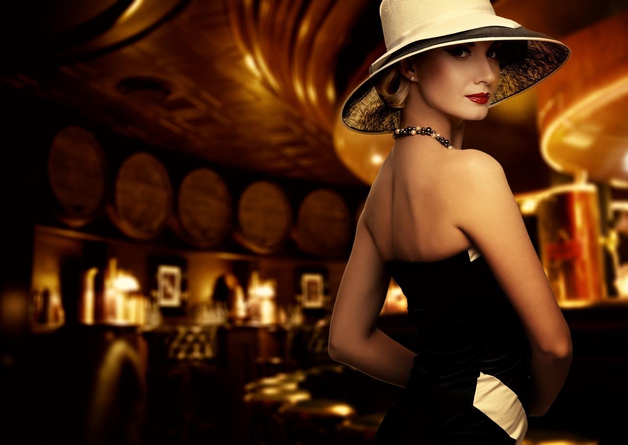 Mujer en lugar de lujo, Depositphotos.**