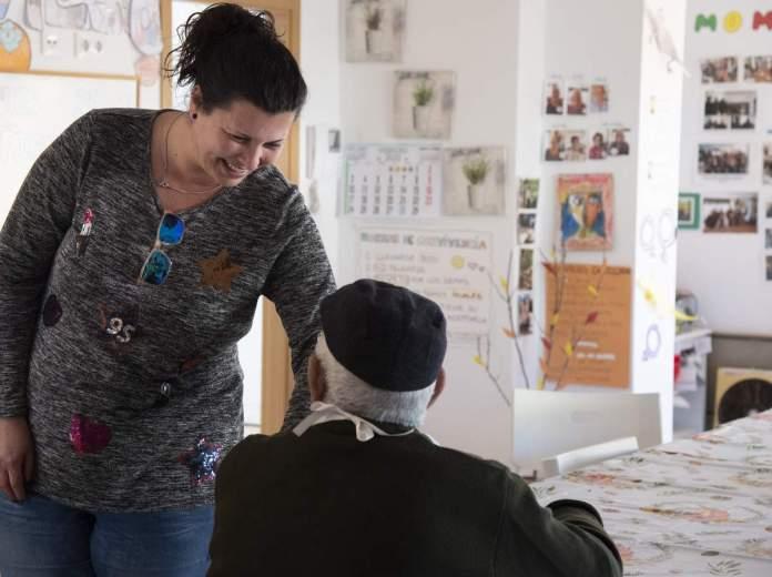 Visita de Patricia Puerta a una Unitat de Respir
