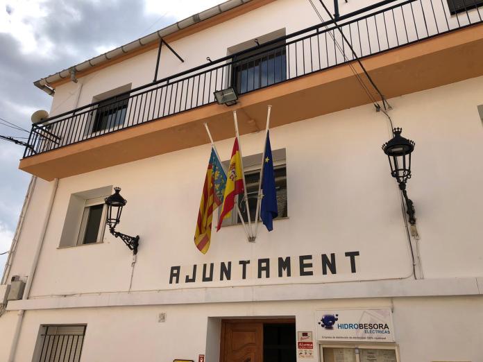 Bandera a mig pal a La Torre d'En Besora