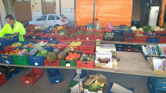 Enrique Miralles a un mercat