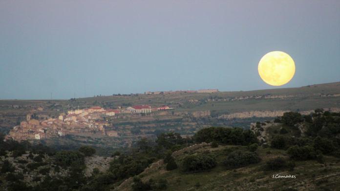 La Lluna sobre Castellfort, foto de José Camañes