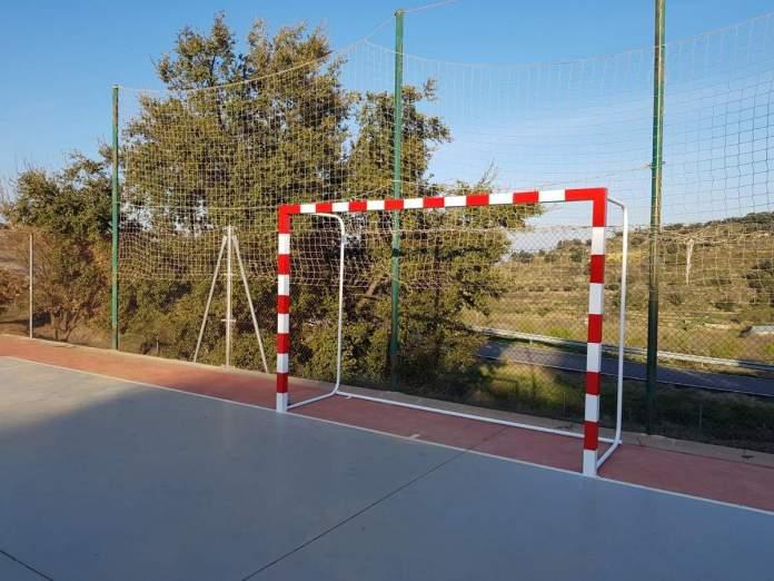 Millores a les zones esportives de La Serratella
