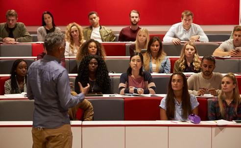 2f2b6def73 Így van ez minden területen, az egyetem sem kivétel. Lássuk, milyen az egyetemi  élet a beállított képek szerint, és milyen a valóságban!