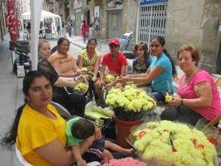 Festa Major Raval juliol 2014 tallant flors