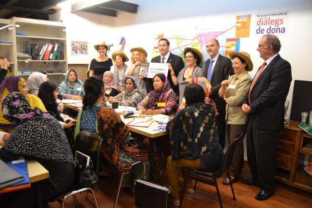 Donació Incavi Barrets solidaris Visita conseller Josep María Pelegrí octubre 2014