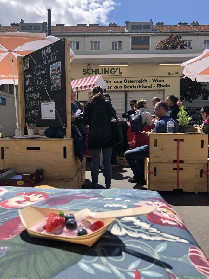 Mahlzeit! Das gemeinsame Kochen am Markt erfreut sich großer Beliebtheit! (c) GB*