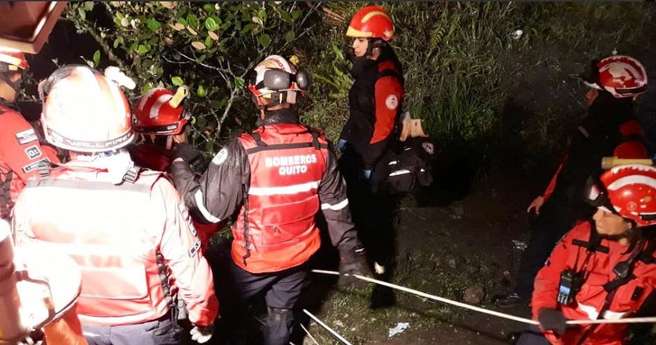 Hasta la noche seguía el rescate de víctimas del accidente en la vía Calacalí-Nanegalito