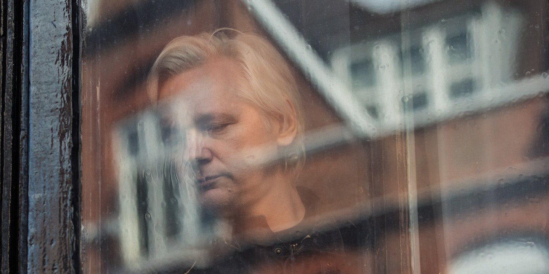 Si Assange hubiera cumplido el código de convivencia no estaría enfrentando esta situación