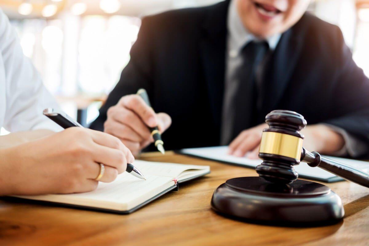 Consultorio Jurídico Ecotec brinda asesoría gratuita en feria de Guayaquil
