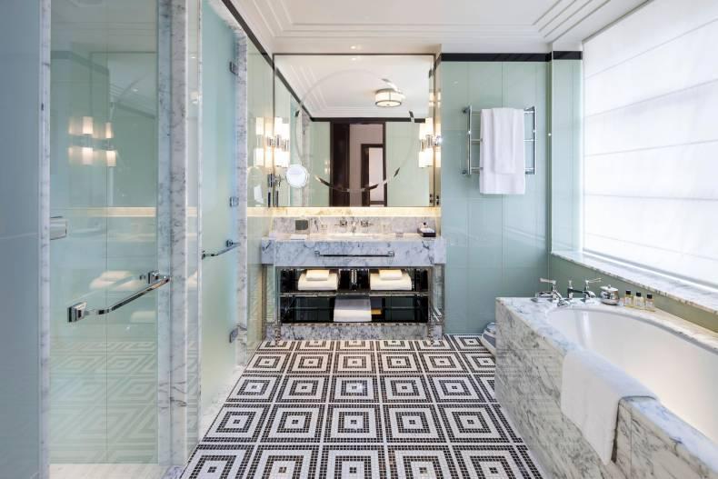 the-beaumont-bathroom-with-bath