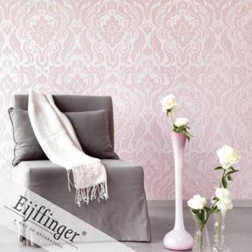 wallpaper feature wall - Victorian pattern