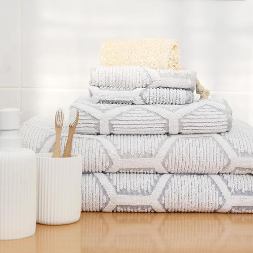 Bathroom Decorating Ideas for Renters: decorative towels