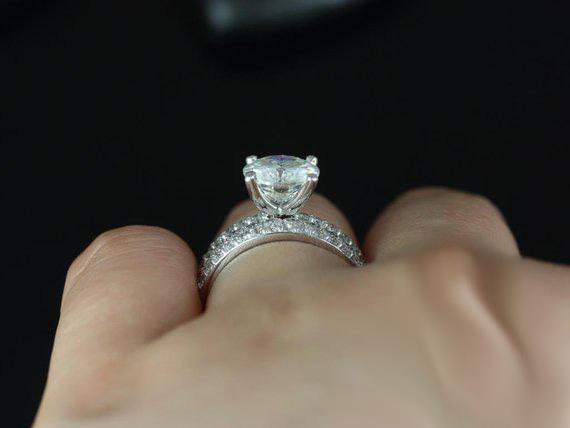 1.35Ct Round Near White Moissanite Engagement Anniversary Ring & 2 Band Set 925 Silver