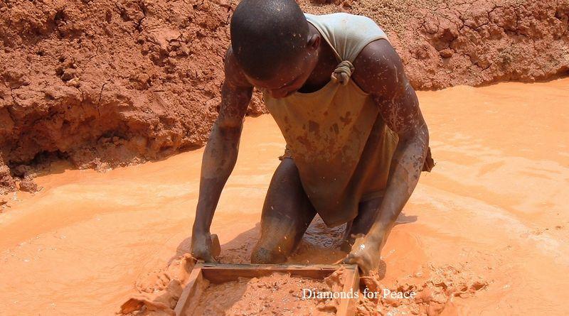 アンゴラの手掘りダイヤモンド採掘労働者