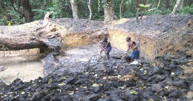 ダイヤモンド採掘現場-リベリア