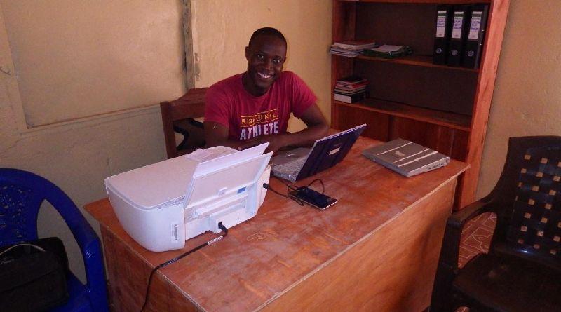 リベリア事務所の設備、オフィス家具、モーターバイク