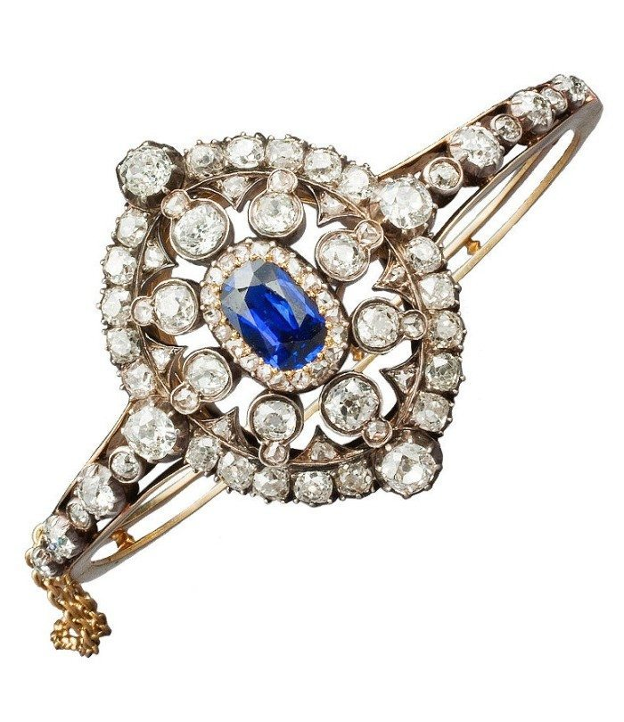 A Victorian Hunt & Roskell sapphire and diamond bracelet, circa 1880. Converts to a brooch.