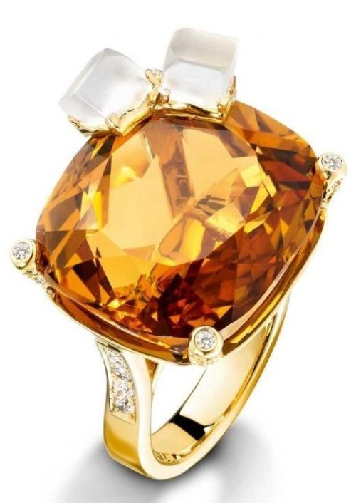 Piaget Whiskey on the rocks ring, 18-carat yellow gold ring set with 100 brilliant-cut diamonds, 1 cushion-cut citrine, and 2 carved quartz.