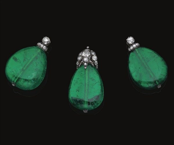 Detachable emerald drops from Magnificent and rare antique emerald and diamond tiara. Via Diamonds in the Library.