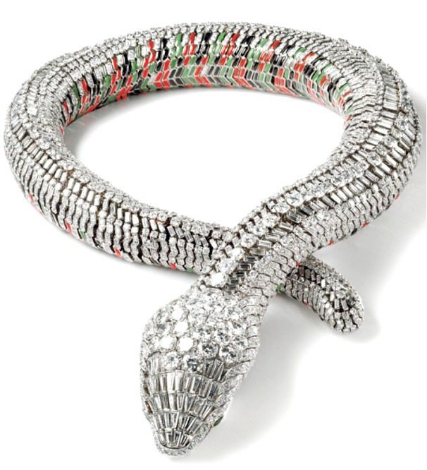 Serpent necklace, made to order by Cartier Paris in 1968, for Maria Felix. With 2,473 brilliant and baguette-cut diamonds, two pear-cut diamonds, green, red and black enamel.