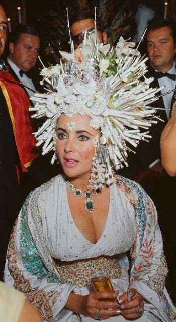 Elizabeth Taylor looking amazing in an incredible hat and pieces from her Bulgari emerald and diamond suite. Via Diamonds in the Library.